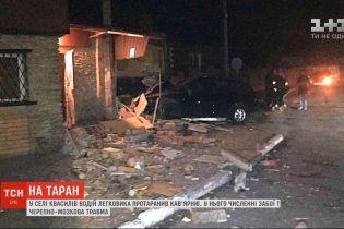 В Ровенской области водитель легковушки на скорости протаранил кафе