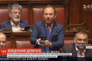 В Італії депутат просто під час виступу освідчився коханій