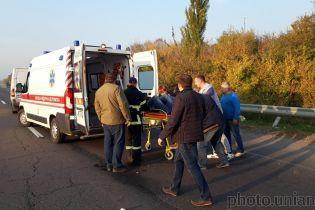 У Чернігівській області вантажівка в'їхала в автобус: троє загиблих, 15 поранених