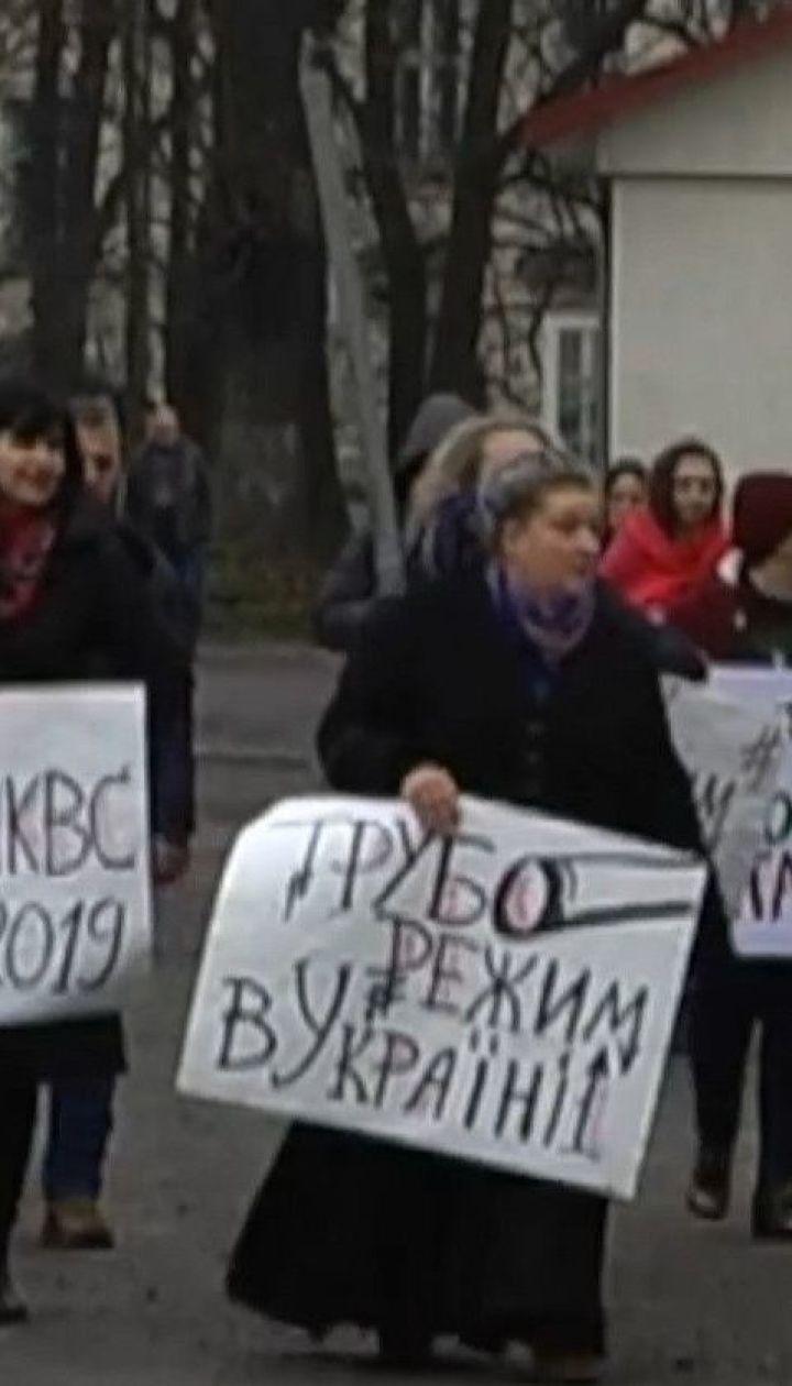 Марусю Звиробий, в доме которой накануне провели обыск, вызвали на допрос