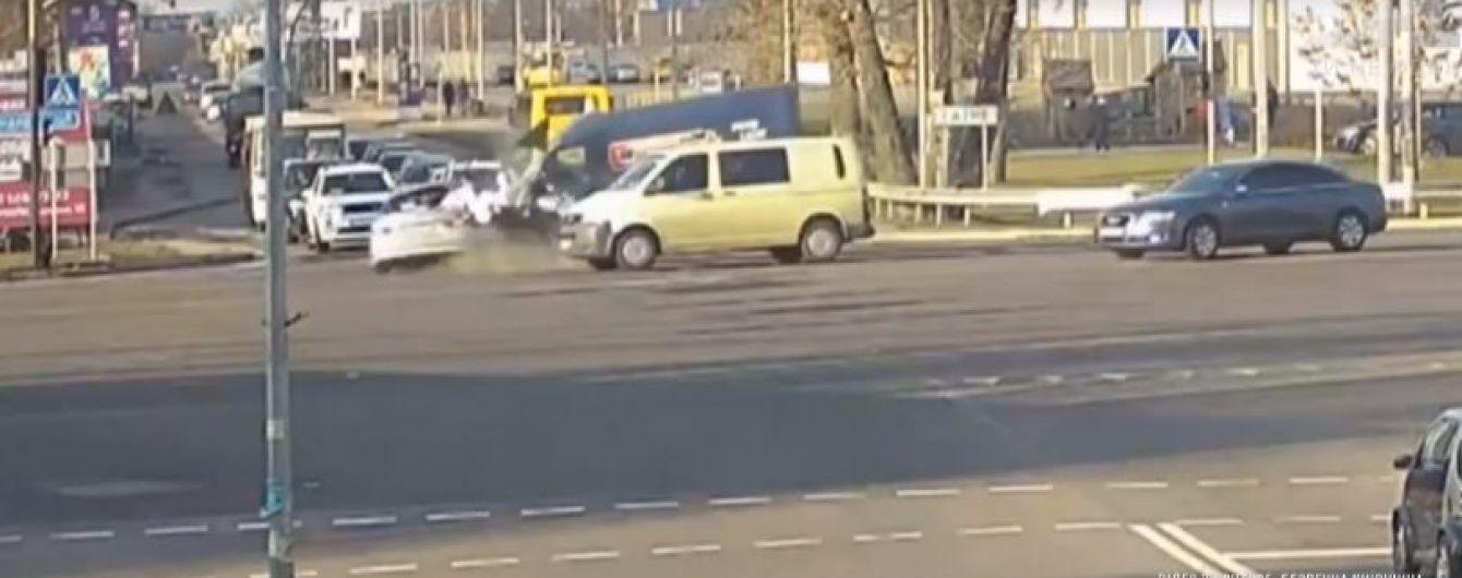 """""""Зла не тримаю"""". Постраждалий у ДТП з Кулебою водій отримав фінансову допомогу від чиновника"""