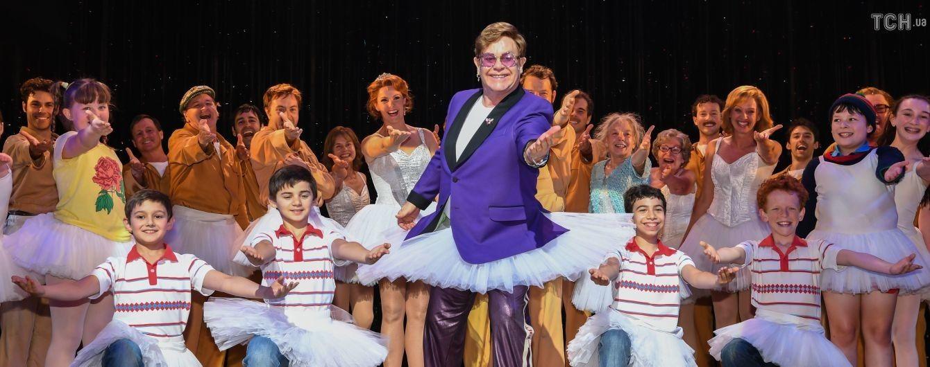 Элтон Джон в балетной пачке неожиданно появился на сцене сиднейского театра