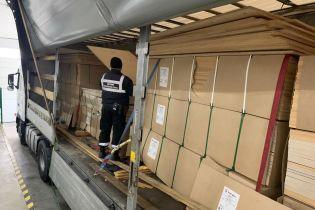 Из Украины в Словакию грузовиком хотели вывезти героин. Его спрятали внутрь фанер