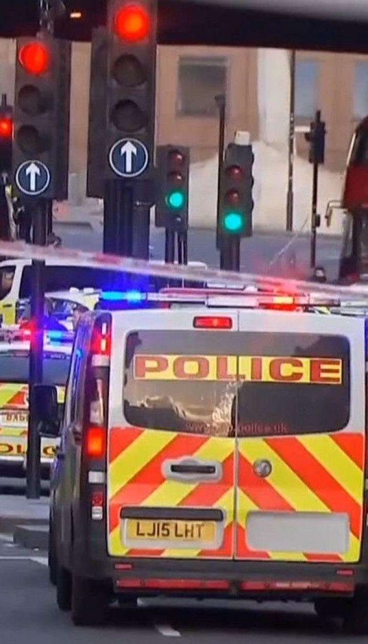 Неизвестный с ножом на Лондонском мосту напал на людей - пятеро получили ранения