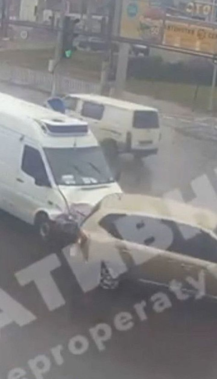 Из-за масштабной аварии в Днепре при участии четырех авто образовалась большая пробка