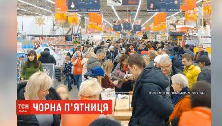 Знижки, черги й ажіотаж: як минає Чорна п'ятниця в Україні