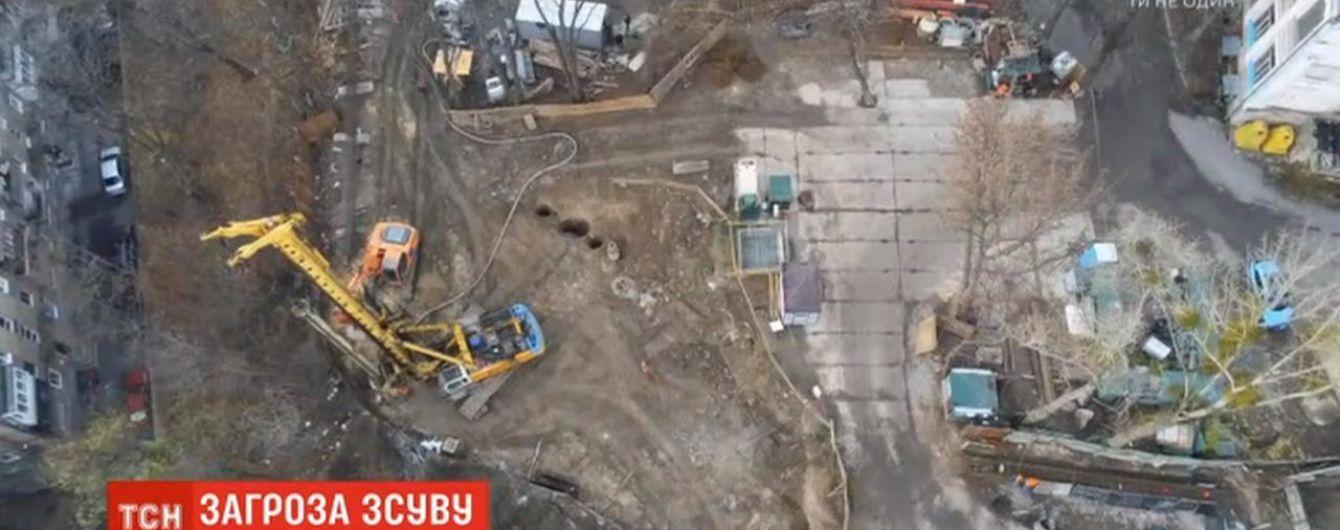 Столична Олександрівська лікарня і прилеглі до неї будинки під загрозою руйнування через небезпечний схил