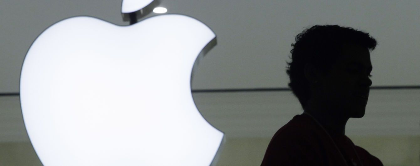 ФБР вимагає в Apple зашифровані дані з двох iPhone стрільця на базі ВМС США у Флориді
