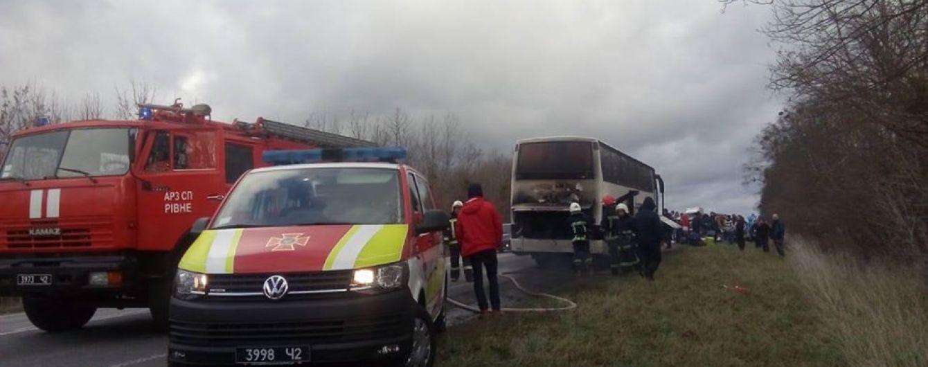 """На трассе """"Киев-Чоп"""" загорелся автобус, который вез людей в Польше"""