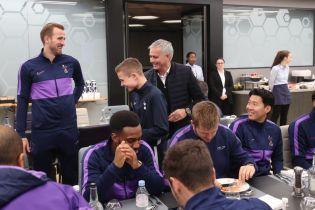 Моуринью поблагодарил болбоя за помощь в Лиге чемпионов, пригласив его пообедать с командой