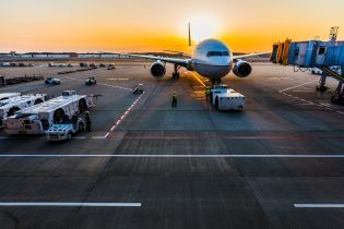 Почти полсотни украинцев застряли в аэропорту Берлина: самолет улетел без них