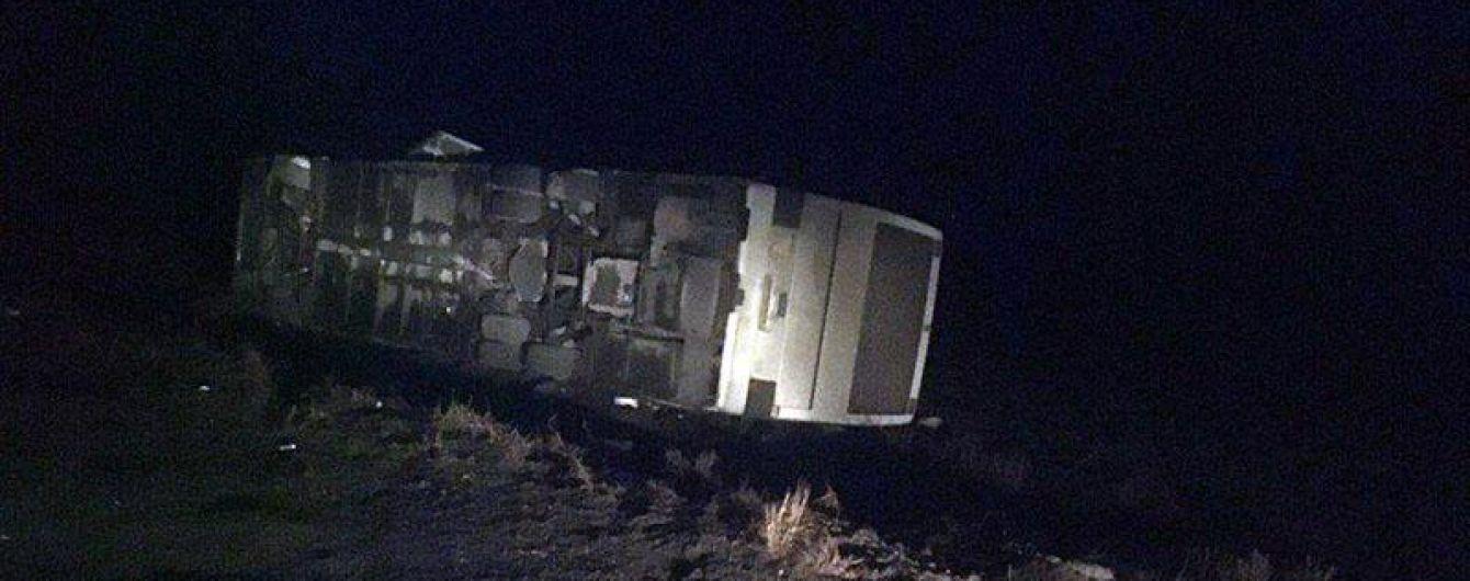 На Донетчине перевернулся автобус с 50 пассажирами, пятеро обратились к врачам