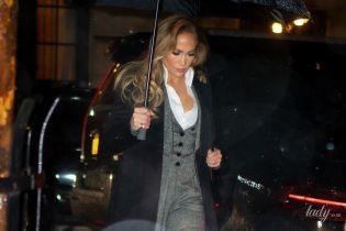 Укладку не испортила: красивая Джей Ло попала под дождь в Нью-Йорке