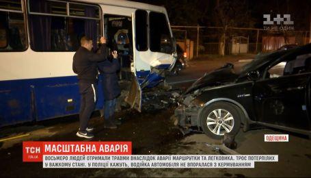 Маршрутка с пассажирами и легковушка столкнулись под Одессой на пути к Черноморску