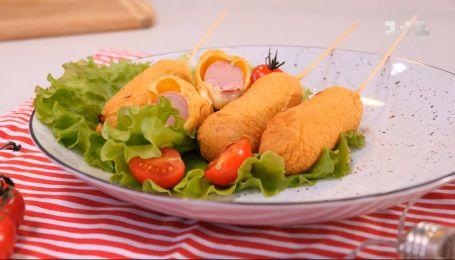 Юный кулинар Севастьян Фагэ приготовил хрустящие корн-доги с сосисками – Правила завтрака. Дети