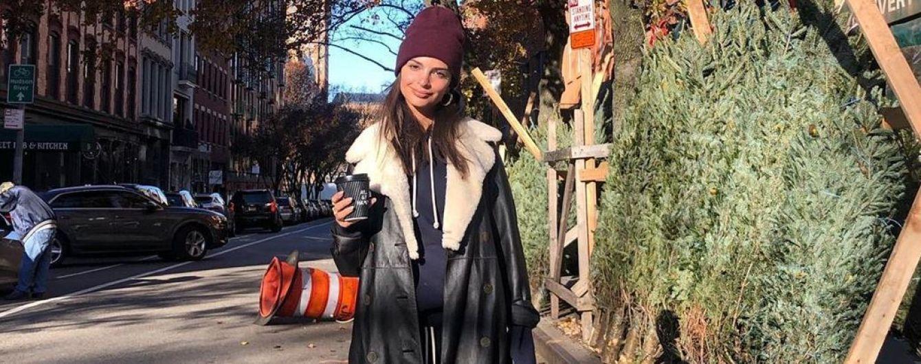 Больше не светит ягодицами: Эмили Ратажковски похвасталась зимним луком