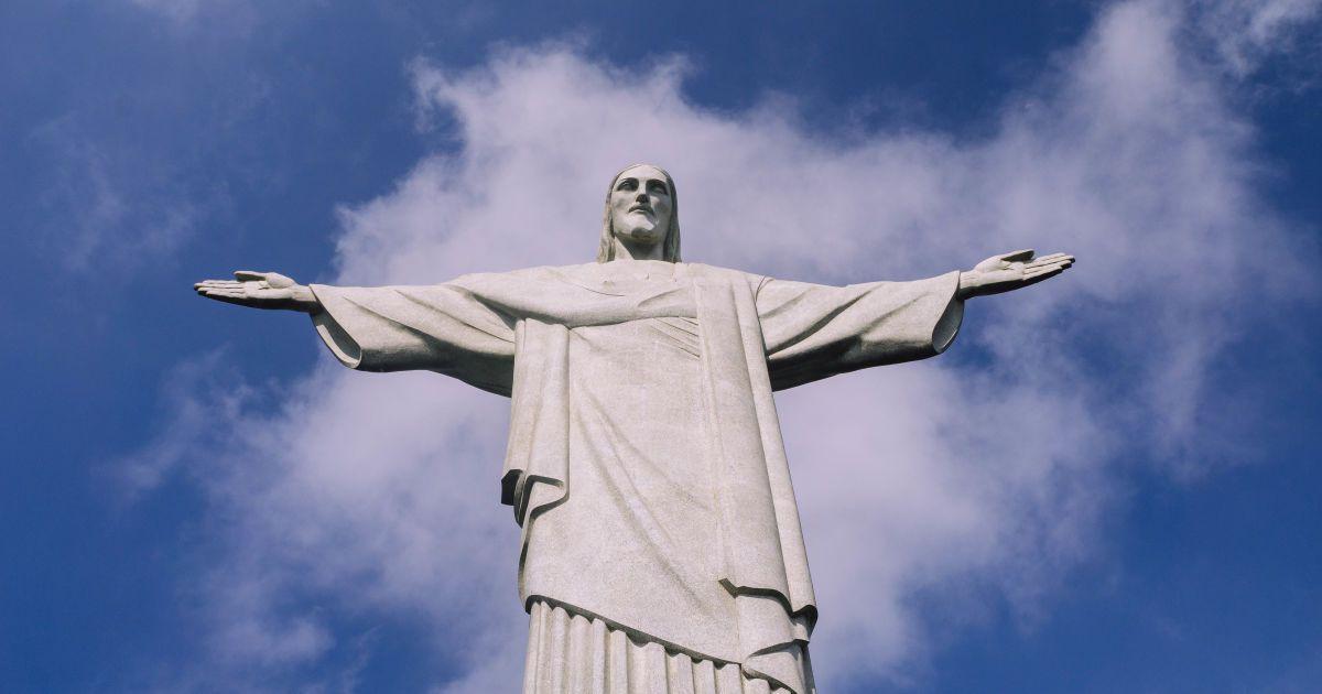Вместо оливье и хороводов: как встретить Новый год в Бразилии