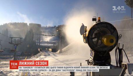 """В Карпатах заснежило - на """"Буковеле"""" готовятся открыть новый лыжный сезон"""