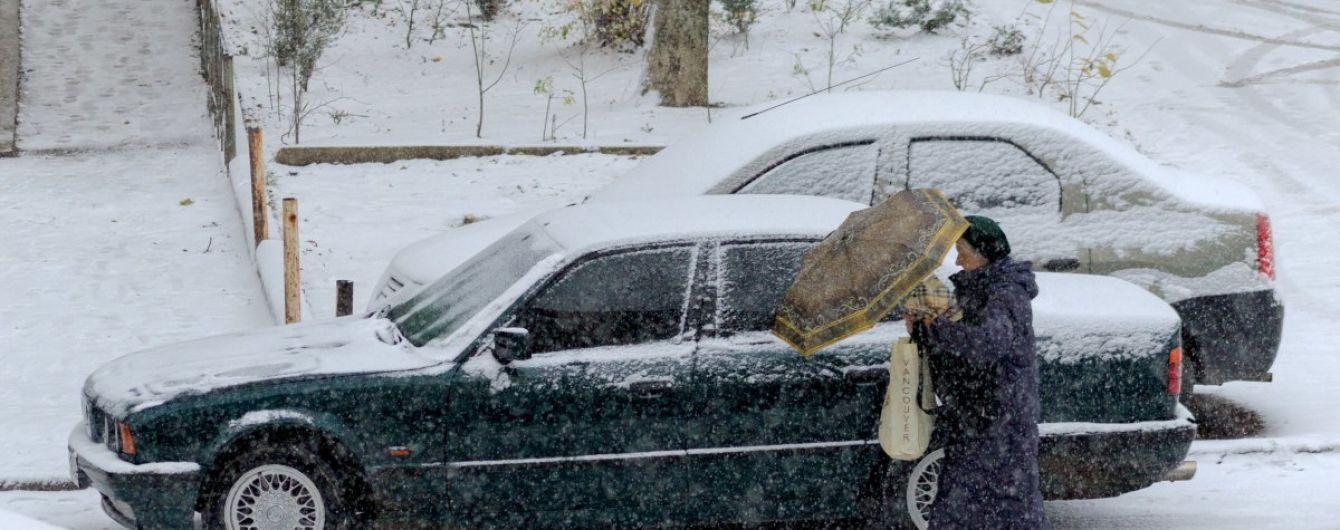 Автомобилистов предупредили о мокрых и заснеженных дорогах