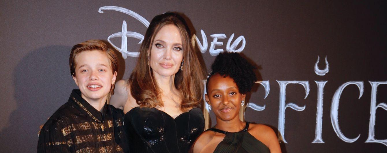 Родная дочь Джоли и Питта стала официально Джоном – СМИ