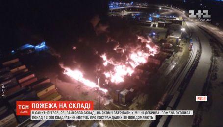 Масштабный пожар произошел на складе таможни с химическими удобрениями в России