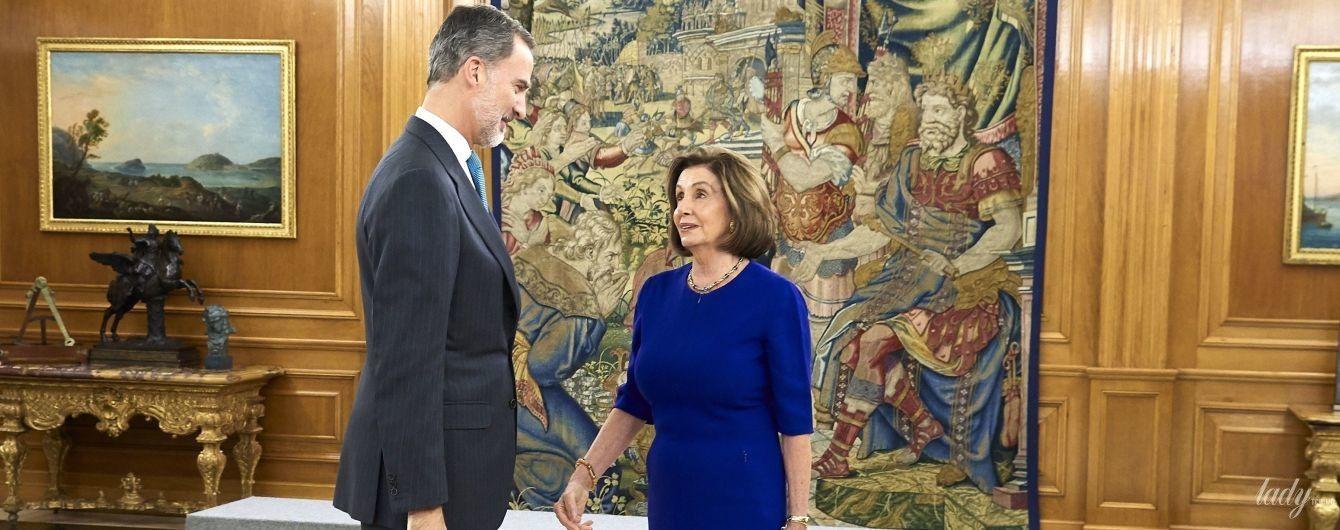 В любимом синем платье и золотом ожерелье: Нэнси Пелоси на аудиенции у короля
