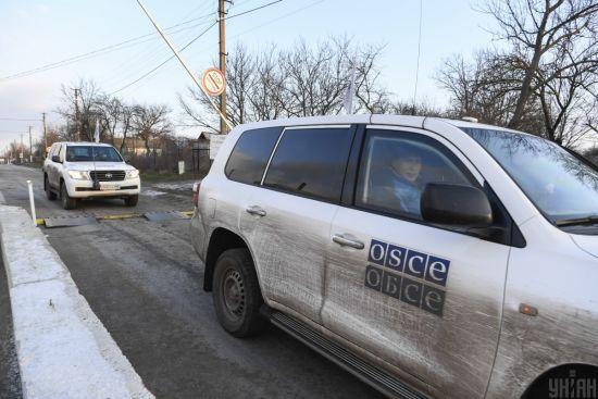 """ОБСЄ моніторитиме ситуацію на Донбасі цілодобово - Макрон та Меркель за підсумками """"нормандської"""" зустрічі"""