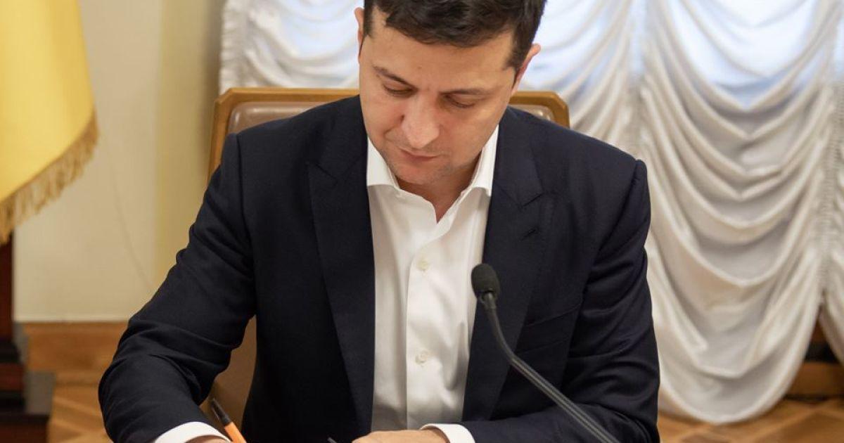Госслужащим разрешено оставаться в должности до 70 лет: Зеленский подписал закон