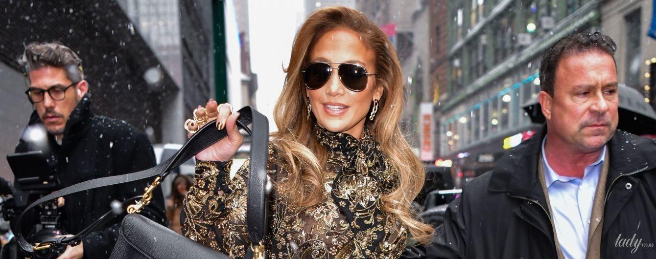 У розкішній сукні з золотим шиттям і норковій шубі: Джей Ло в Нью-Йорку