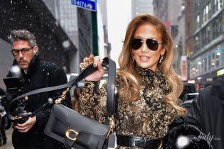 В роскошном платье с золотым шитьем и норковой шубе: Джей Ло в Нью-Йорке