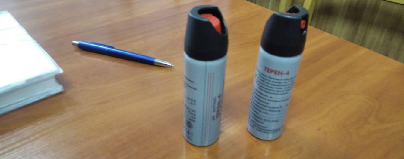 В Буче ученики во время конфликта распылили газ: 15 школьников получили ожоги глаз