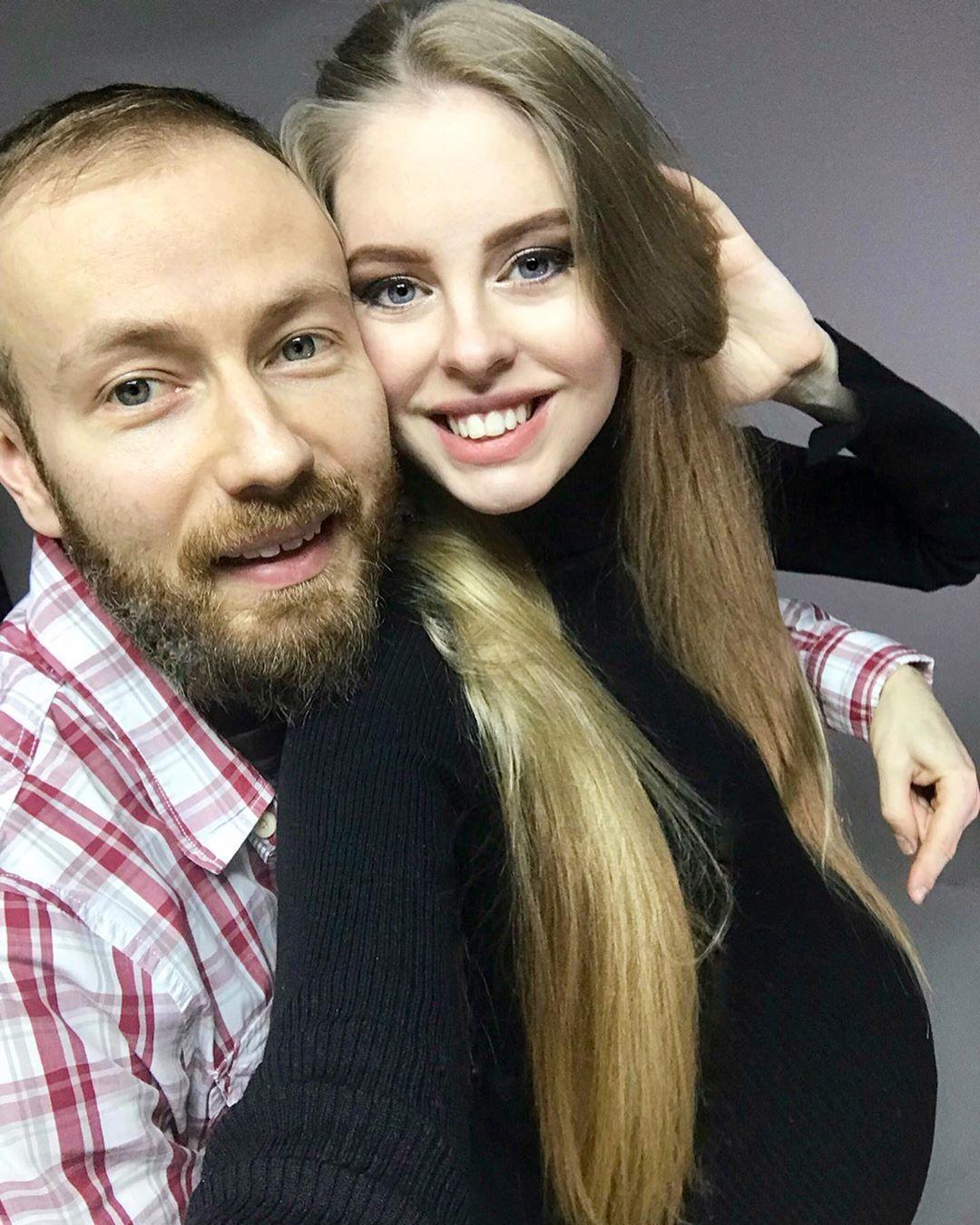 Денис Повалій з дружиною