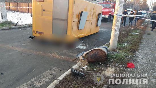 Під Києвом елітний позашляховик зіткнувся з маршруткою, загинули двоє пасажирів