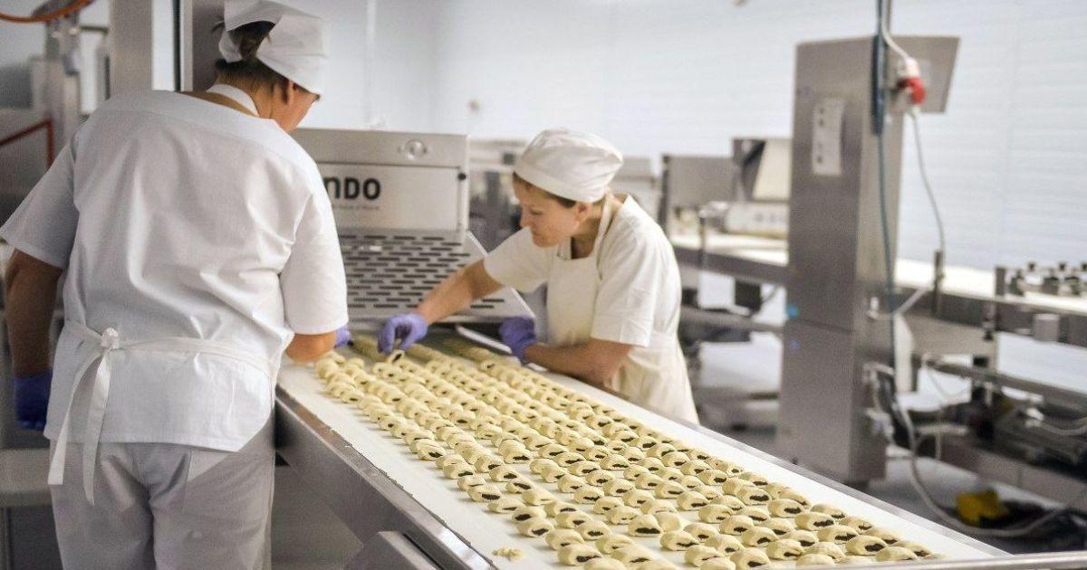 На харчових фабриках коронавірус могли підхопити в 30 разів більше британців,ніж повідомлялося - розслідування