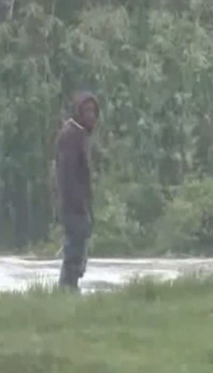 В Кении во время наводнения спасли рыбака, который застрял на клочке земли