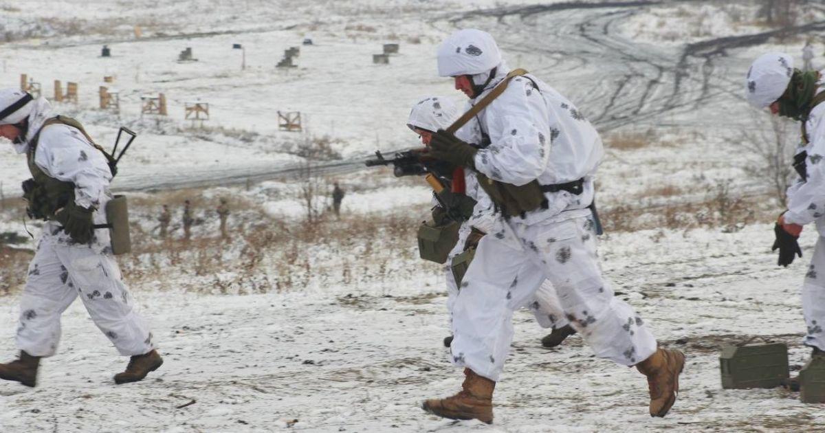 На Донбассе во время обстрелов боевиков погиб украинский боец. Хроника АТО