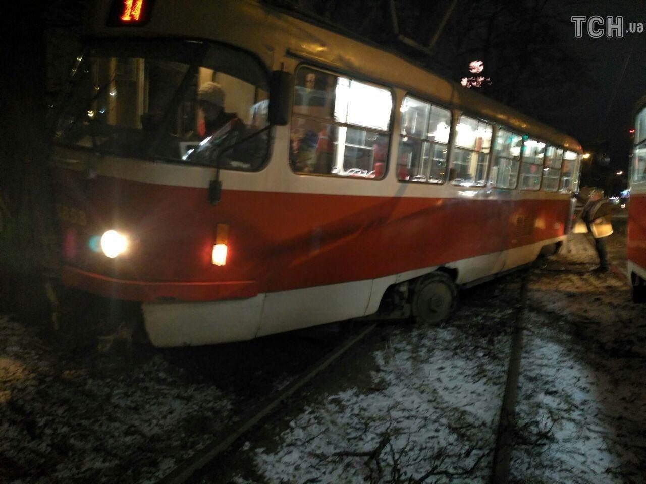 трамвай зійшов з колій у Києві