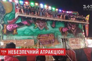 На развлекательной ярмарке в Таиланде люди попадали с аттракциона