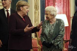 В зеленій сукні, перлах і з усмішкою: королева Єлизавета II на прийомі у Букінгемському палаці