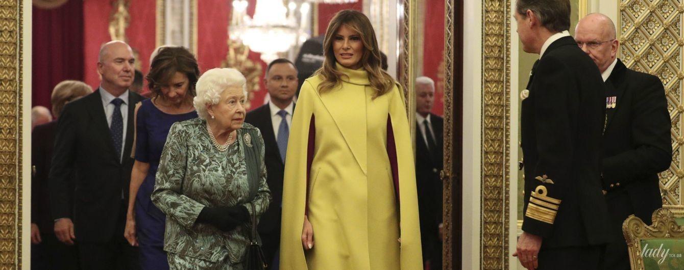 В желтом пальто от Valentino: красивая Мелания Трамп на приеме у королевы Елизаветы II