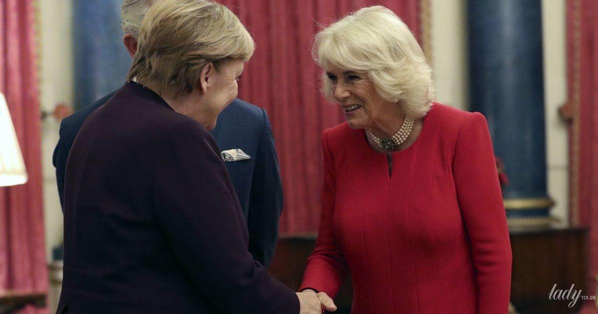 Надела яркое платье: 72-летняя герцогиня Корнуольская на официальной встрече во дворце