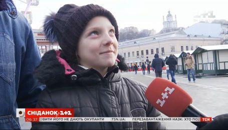 """Любят ли маленькие украинцы обниматься - опрос """"Сніданку"""""""
