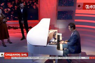 """Піаніст Євген Хмара з музичною імпровізацією в студії """"Сніданку з 1+1"""""""