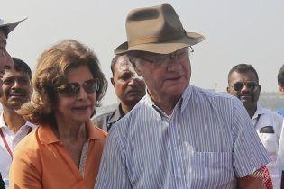 Тур триває: королева Сільвія і король Карл Густав були зазнімковані на пляжі в Мумбаї