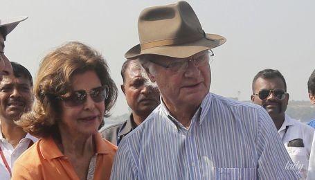 Тур продолжается: королева Сильвия и король Карл Густав были запечатлены на пляже в Мумбае