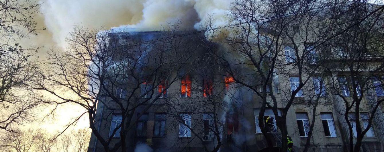 Глава Одессы назвал вероятную причину возгорания в колледже