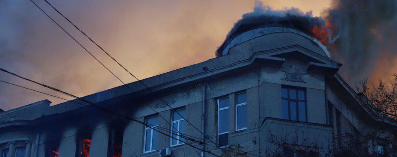 Медики борются за жизнь двух людей после одесского пожара