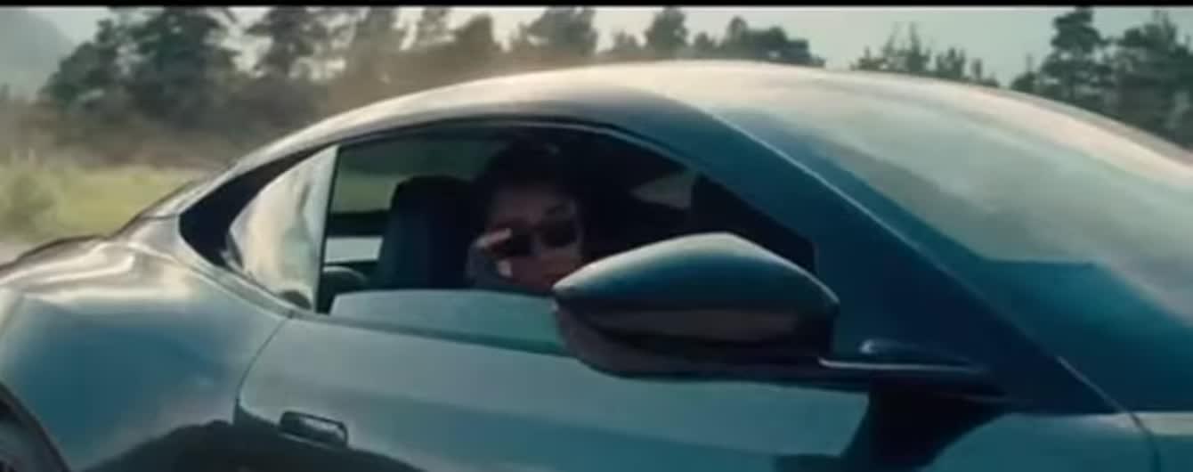 """В первом официальном трейлере фильма """"Не время умирать"""" Бонд познакомился с агентом 007"""