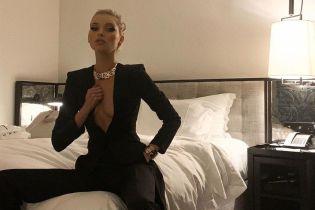 """В жакете на голое тело: стильный образ """"ангела"""" Эльзы Хоск"""