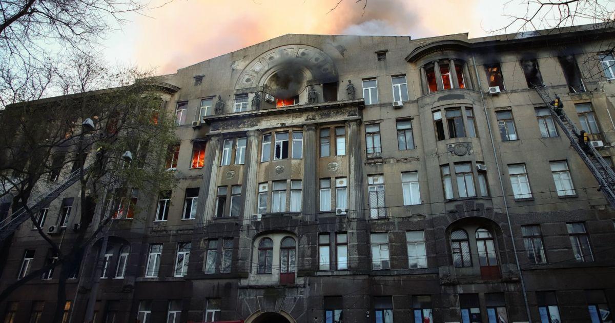 """""""Все еще жду тебя"""": в Одессе вспоминают жертв страшного пожара в колледже (фото, видео)"""
